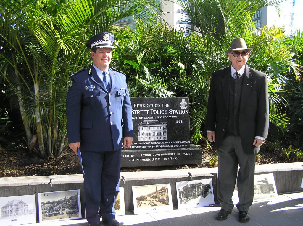 Assistant Commissioner Brett Pointing, Past President FQPM and John Cummins, Past President Queensland Police Club at the unveiling of the monument on the 5 July 2011
